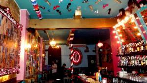 El bar Sor Rita està inspirat en la carrera del cineasta Pedro Almodóvar