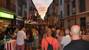 El carrer Nou, ple de gent durant la celebració d'una de les anteriors edicions de la Shopping Night.