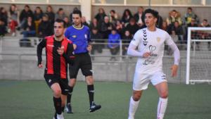 El CF Pobla ha vestit de blanc davant el Reus B