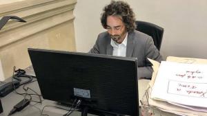 El diputat socialista tarragoní, Carles Castillo, al seu despatx del Parlament de Catalunya