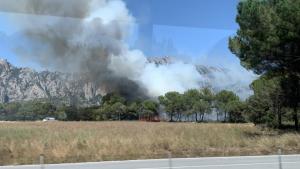El foc s'ha declarat en una zona pròxima a la muntanya de Montserrat