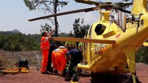 Els bombers del Consorci Provincial de València han evacuat al ferit en helicòpter