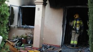 Els Bombers han treballat des de primera hora del matí en extingir les flames.