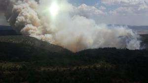 Espectacular columna de fum en l'incendi de Beneixama