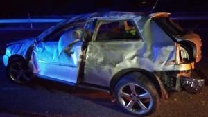 Estat en què ha quedat el cotxe accidentat esta matinada en Almenara
