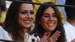 Eva González y Lourdes Montes en una plaza de toros