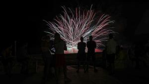 Havaneres amb el grup Mar Endins i castell de focs a la platja Cristall de Miami platja