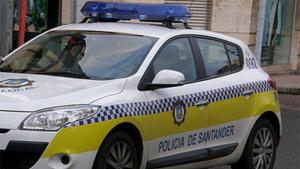 Imagen de archivo de una coche de la policía de Santander.