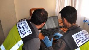 Imagen de la actuación policial en el domicilio del detenido.