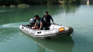 Imagen de los GEAS de la Guardia Civil buscando al hombre en el río Ésera.