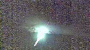 Imagen de uno de los dos meteoritos que cruzaron el cielo del sur de la península la madrugada del fin de semana