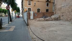 Imatge actual del solar en desús de la Rambla Vella de Tarragona.