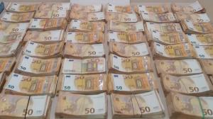 Imatge de diners en metàl·lic comissats per la Guàrdia Urbana de Barcelona en la cabina d'un camió a la Zona Franca