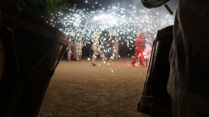 Imatge de la carretillada del Ball de Diables de Reus durant les festes del barri del Carme.