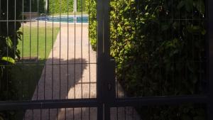Imatge de la piscina de la zona comunitària de Torres Roma, a Tarragona.