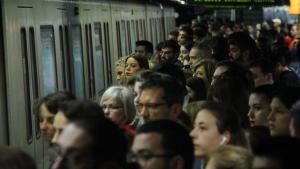 Imatge de l'estació de Sagrada Família durant una vaga de metro