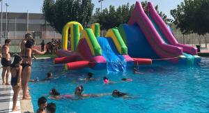 Imatge dels inflables a les piscines de Torrefarrera