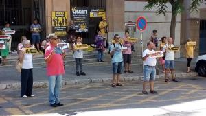Imatge d'una de les reivindicacions diàries de Silenci Tarragona al davant dels jutjats.