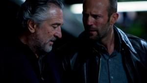 Jason Statham contándole a Robert de Niro los estrenos HBO de agosto