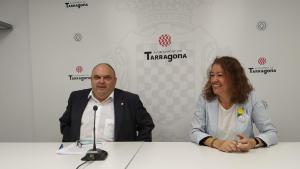 Jordi Fortuny i Laura Castel, regidors d'ERC, durant la roda de premsa sobre el Pla d'Inspecció Fiscal d'aquest dimarts.