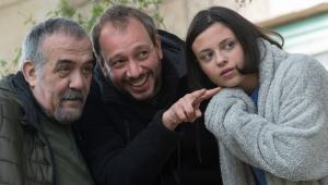 José Luis Montesinos, al centre de la imatge, amb els protagonistes de 'Cuerdas', Miguel Ángel Jenner (esquerra) i Paula del Río (dreta)