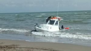 La Creu Roja ha assistit a una embarcació amb quatre persones a bord