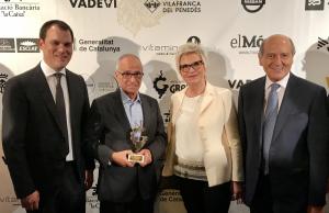 La família Grau amb Anton Mata, Premi Vinari a la Trajectòria Professsional den el món del vi 2018