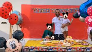 La imagen que Jesé ha compartido junto a sus tres hijos