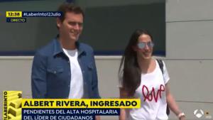 La pareja ha abandonado el hospital con una sonrisa