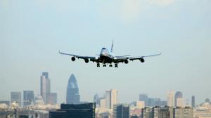 La víctima va caure d'un avió kenià que es disposava a aterrar a l'aeroport de Heathrow