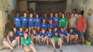 La vintena de joves participants als camps de treball han ajudat en les tasques de reconstrucció del poble.