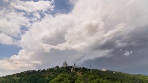 Las nubes volverán a crecer con fuerza, provocando algunos chubascos intensos, en el sur de Aragón