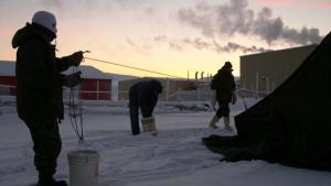 Les condicions a la base militar d'Alert són extremes, ja que està situada a menys de 900 km del Pol Nord.