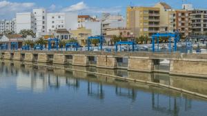 Les goles de l'Albufera, lloc per a on es regula el nivell de l'aigua de l'estany