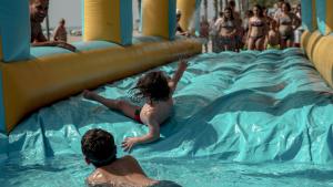 Les imatges de la festa aquàtica a Miami Platja per Sant Jaume