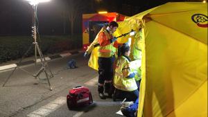 Los asistentes del Samur han atendido al herido en la zona del accidente