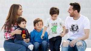 Messi i Antonella, amb els seus fills