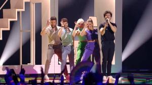 Miki Núñez y el equipo de bailarines durante la actuación de 'Eurovisión 2019'