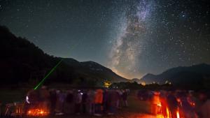 Milers d'aficionats de l'astronomia acuden a Albanyà per observar les estrelles.