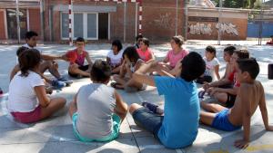Només una de quatre converses al pati de l'escola és en català