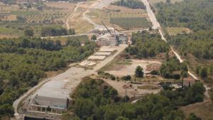 Pla obert dels treballs de l'autovia A-27 als peus del coll de Lilla, a cavall entre l'Alt Camp i la Conca de Barberà.