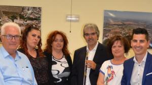 Quim Nin, al mig, acompanyat dels regidors de l'Ajuntament d'Albinyana.