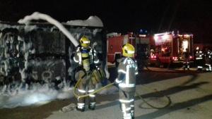 Sis dotacions dels Bombers de la Generalitat han apagat el foc del pàrquing de Constantí