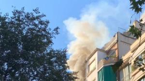Tallen el carrer Entença de Barcelona per l'incendi d'un pis