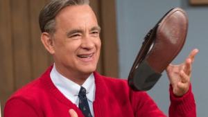 Tom Hanks caracterizado como Mister Rogers en 'A Beautiful Day in the Neighborhood'