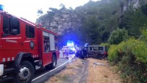 Tres dels nou ocupants de la furgoneta van ser traslladats a l'hospital, ferits lleus