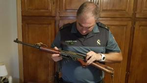 Una de les armes intervingudes per la Guàrdia Civil a Cabacés.