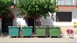 Una imatge dels contenidors situats al camí del Prat d'Altafulla.
