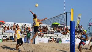 Una imatge d'un campionat de vòlei platja a Torredembarra.