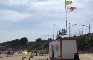 Una quinzena de platges hissen la bandera groga a la costa tarragonina